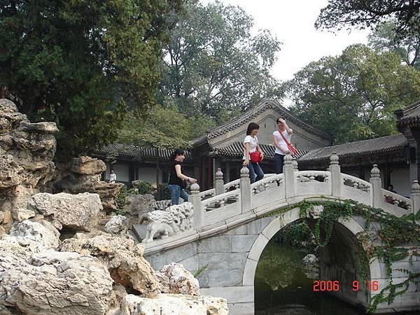 北海公園有小橋有流水.JPG