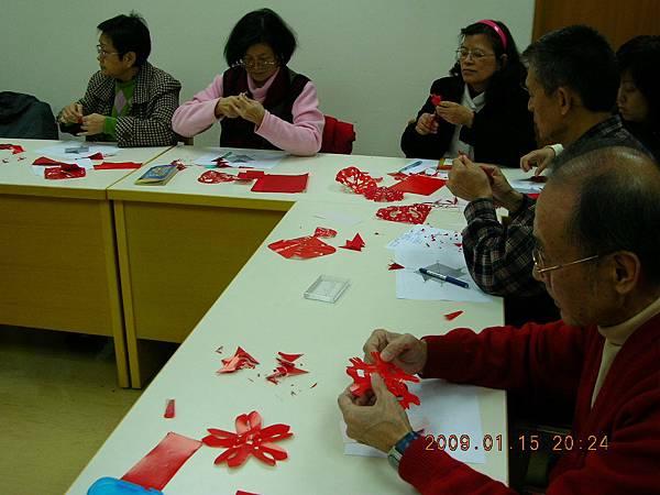01/15剪紙展志工培訓
