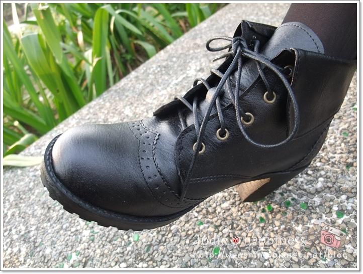 英倫潮流‧MIT翻領造型雕花短靴*時尚黑