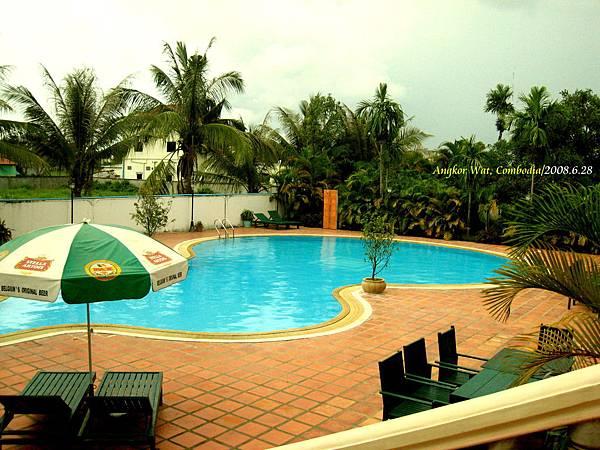 003 飯店的泳池.jpg
