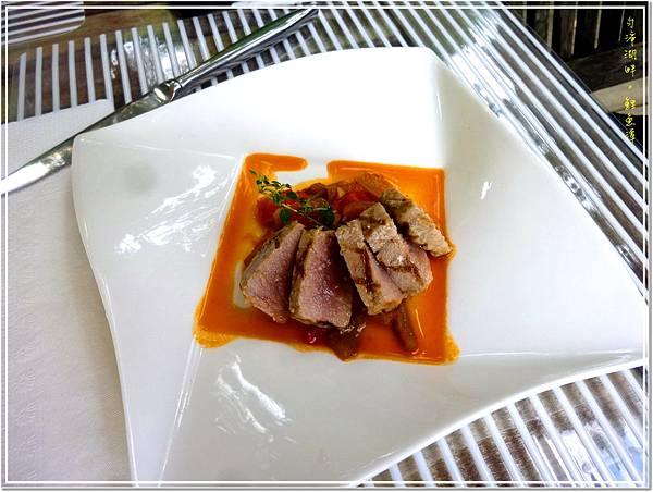 熱前菜1_香料燒烤鮪魚佐南法燉蔬菜.jpg