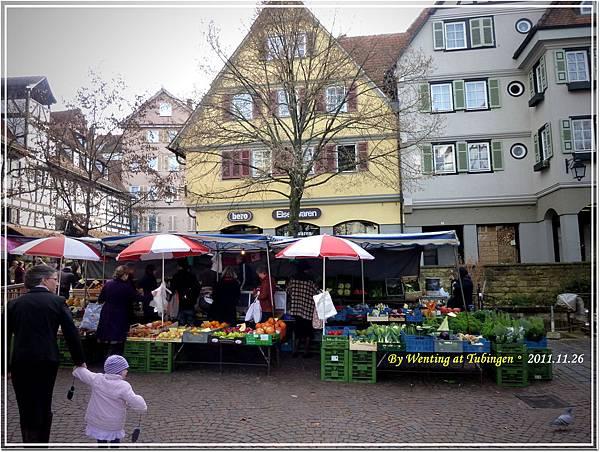 教堂前的小市場