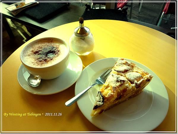 我的午餐:Cappuccino & Äpfelkuchen