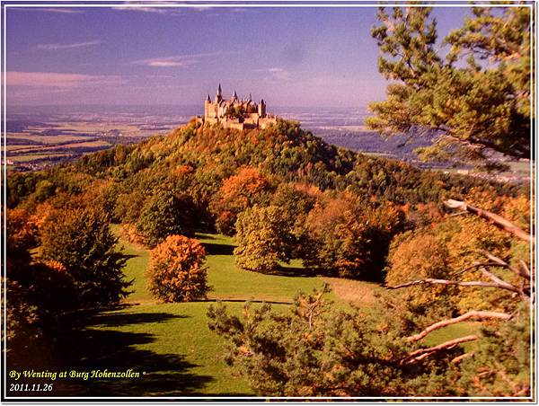 Hohenzollen Castle的全貌 (翻拍自明信片)