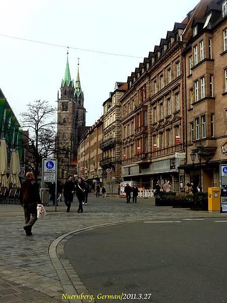 前往聖羅倫茲教堂(St. Lorenz)的路上