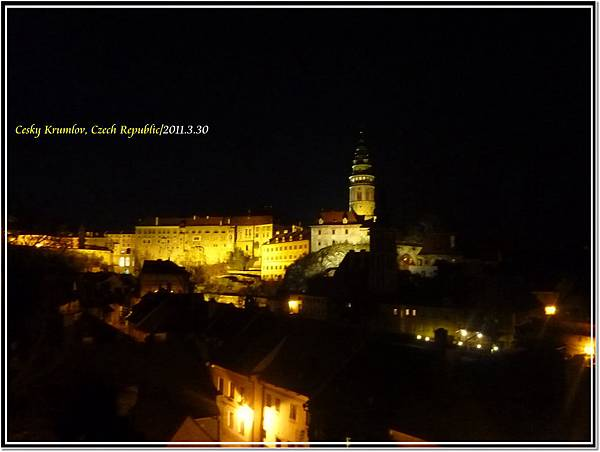 庫倫洛夫的夜景...也很美~