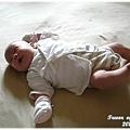 111029-床上的嬰兒.JPG