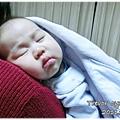 111217-在小阿姨肩上睡著