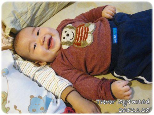 120128-睡前/在哥哥身邊微笑