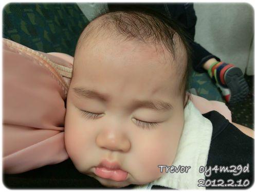 120210-高鐵上熟睡