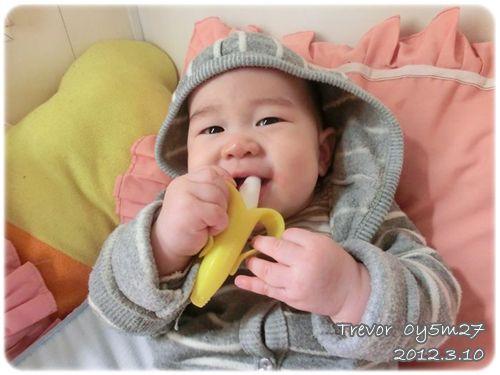 120310-啃香蕉