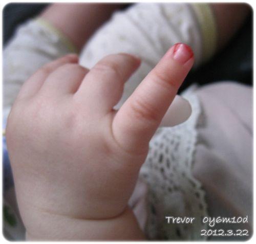 120322-掛彩的小指頭