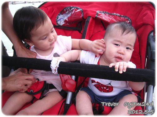 120505-和雙胞胎相見歡 (1)