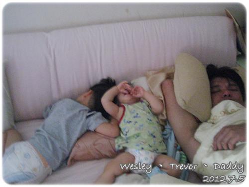 120705-非要擠在一起睡不可
