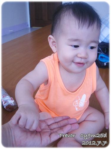 120707-小饅頭餅干哄騙嬰兒 (1)