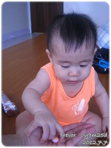 120707-小饅頭餅干哄騙嬰兒