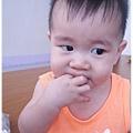 120707-小饅頭餅干哄騙嬰兒 (2)
