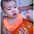 120707-小饅頭餅干哄騙嬰兒 (3)
