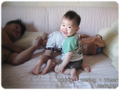 120707-哥哥在賴床