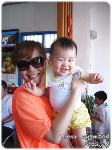 120708-隨便逗弄就笑的嬰兒
