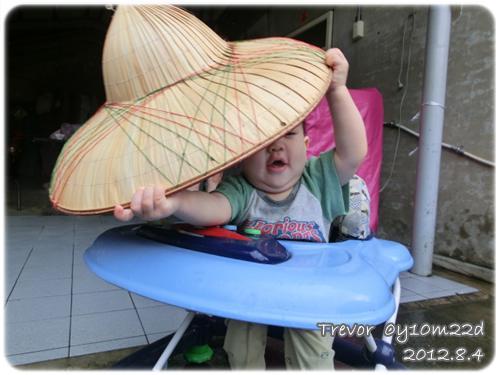 120804-這草帽也太大了吧