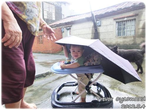 120804-撐傘駕車出遊去