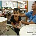 120812-在麥當勞看哥哥玩耍中 (1)