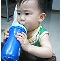 120813-第一次擁自己的水杯喝水