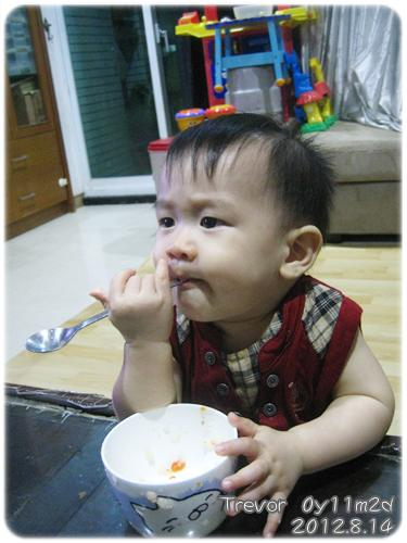 120814-這孩子對吃一直都很堅持 (8)