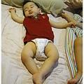 120814-嬰兒的睡相好多樣 (3)