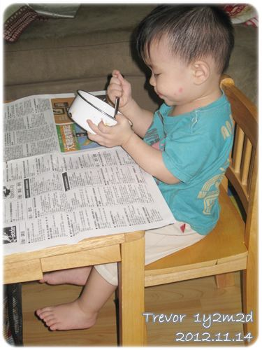 121114-兔寶也上桌吃飯了