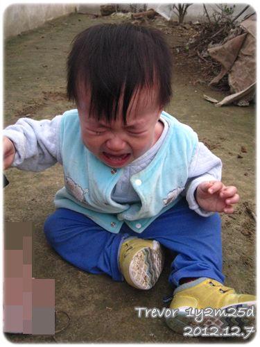 121207-哥哥不讓玩坐地大哭