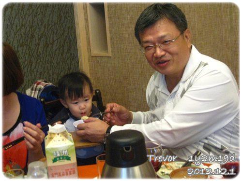121201-四叔公用食物和小人培養感情