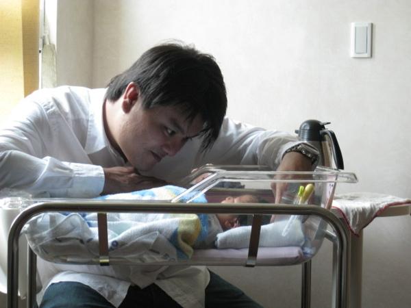 081012-鐵漢見到兒子也柔情