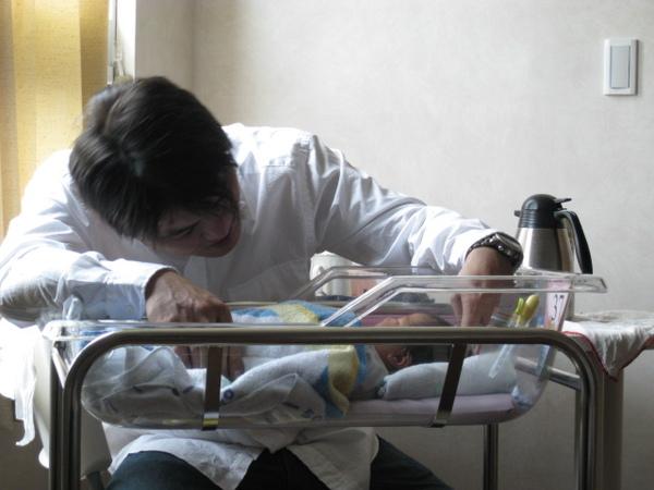 091012-鐵漢見到兒子也柔情