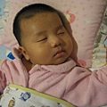 081205-小小人初著粉紅系連身衣