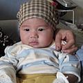 090102-被變裝呈現無奈狀的小小人