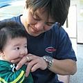 090211-愛啃爸爸的手