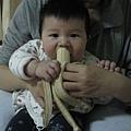 090307-第一次吃香蕉.jpg