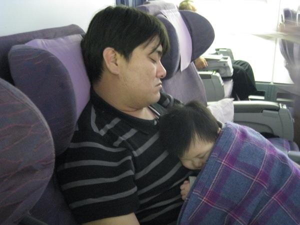 090317-熟睡中的父子