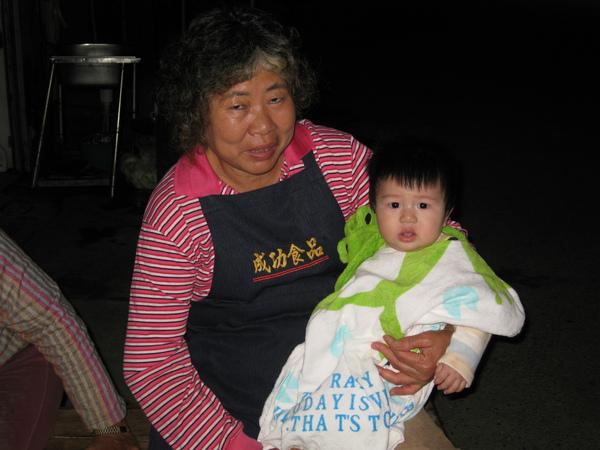 090404-準備抗議中的小饅頭