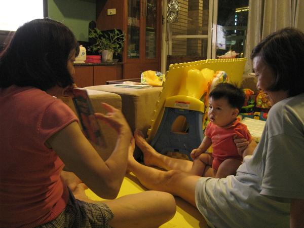 090511-姨婆幫小饅頭上課