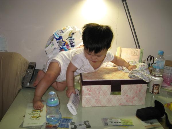 090828-媽媽的書桌是另一個天堂