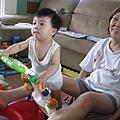 090614-小饅頭專心看電視