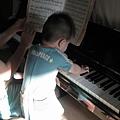090912-和姑姑彈琴