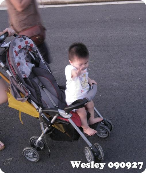 090927-把嬰兒車當拜票車的饅頭