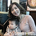 091105-饅頭和乾媽吃飯.JPG