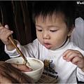 091115-饅頭成功用筷子夾起食物.JPG