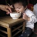 091115-饅頭自己吃飯.JPG