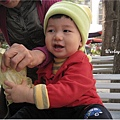 091205-和奶奶爭搶食物的饅頭.JPG
